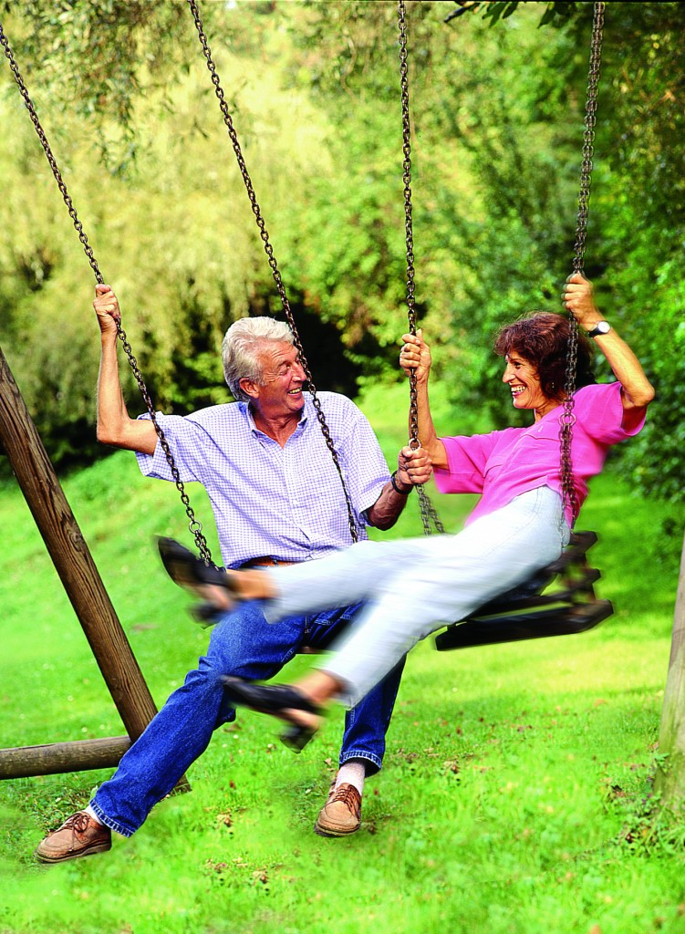 couple_on_swing